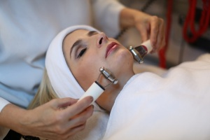 spa-and-facial-services-300x200Spa Services & Facial Services