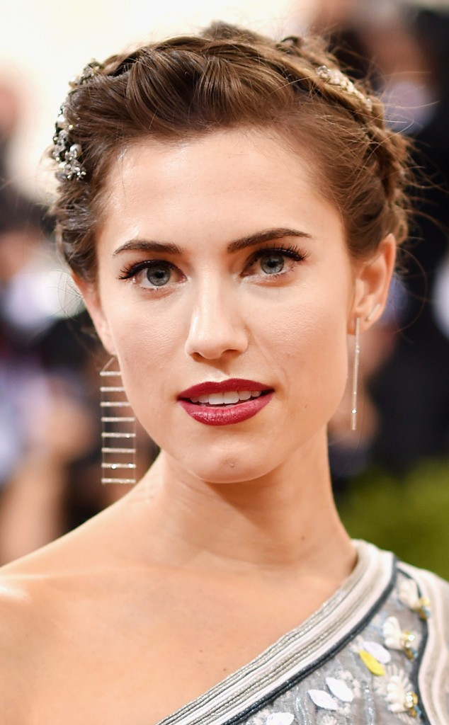 met-gala-2016-allison-williams-hair-634x1024Hair Conversations: Met Gala 2016