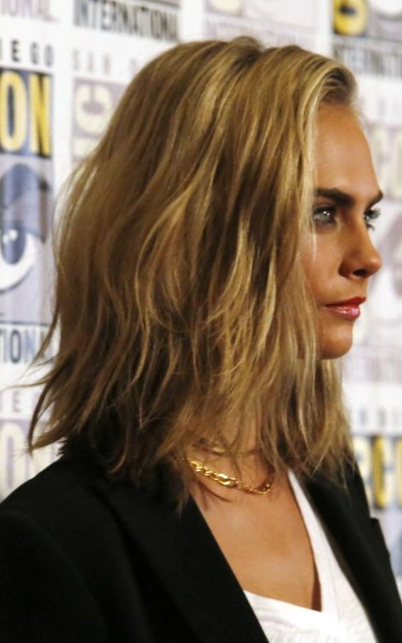 Cara_Delevingne_side-xxlarge_transmS3gMO5qPEblJtNcLVMMapoRN6W-47jrhtQrrFsGRWoCommitting to the #HairChop - Cara Delevigne Style
